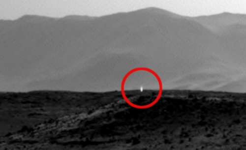 7187915-photo-une-etrange-lumiere-reperee-sur-mars